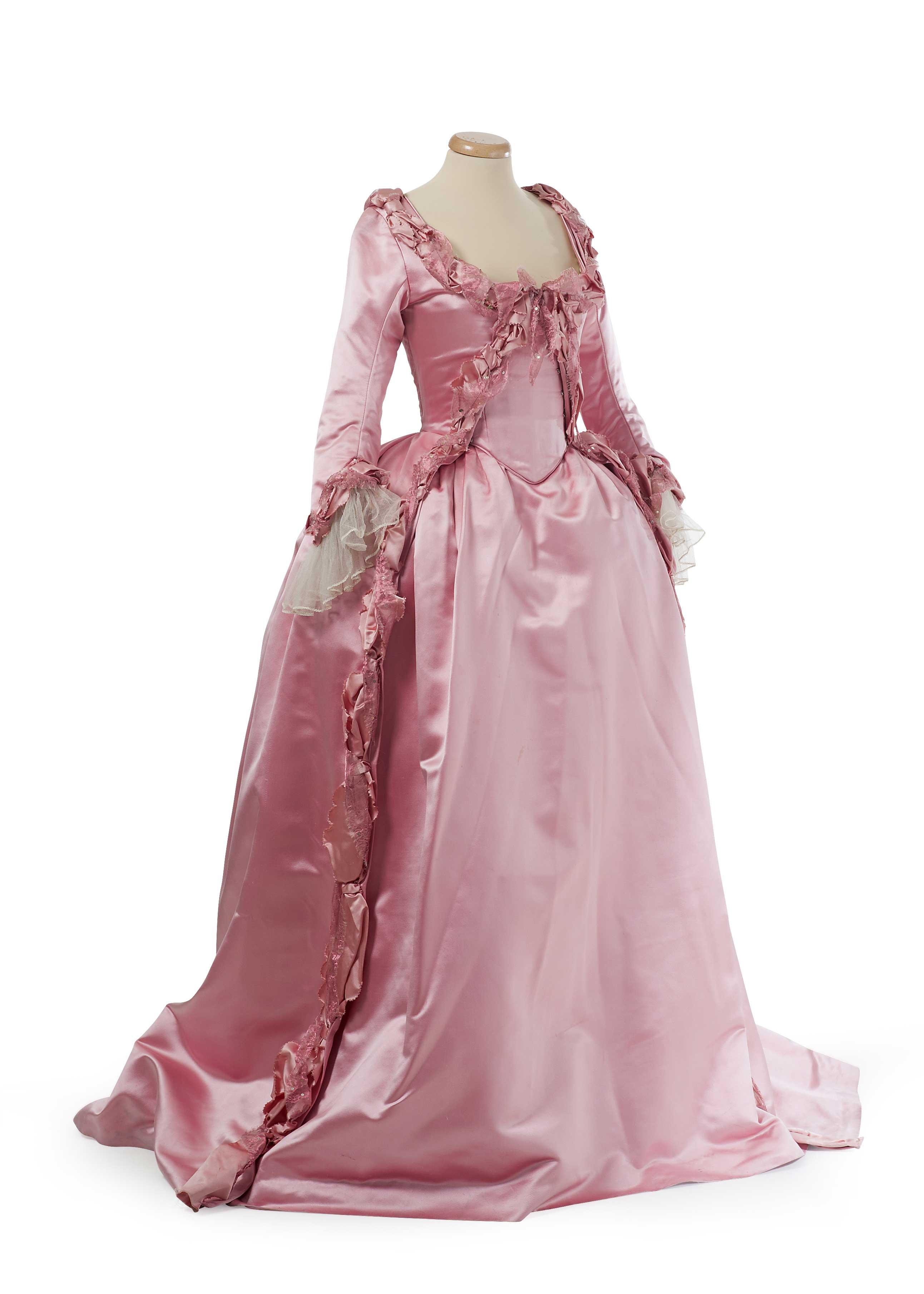 I costumi del film Marie Antoinette in mostra a Prato  9011eb41e4b